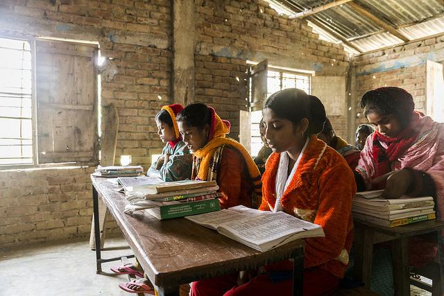 Bangladesh-Signs-of-change-school1